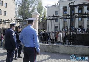 亲俄抗议者占领顿涅茨克州电视大楼 乌克兰警察冷眼旁观