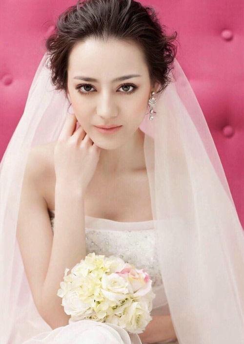 迪丽热巴出道前婚纱照曝光,网友看上去像40岁