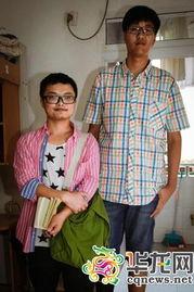 张政远和本网记者合影通讯员班韬摄西政迎超2米最高新生