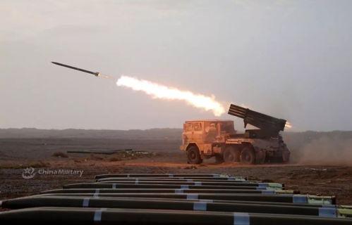 近日我军某炮兵团装备的81式122毫米火箭炮进行实弹射击训练.81式122毫米火箭炮是一种参考bm-21火箭炮研制的40管122毫米火箭炮,该火箭炮已经装备我军多年,是传统上我军师级部队炮兵分队的重要