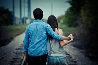 不要因为寂寞爱错人,更不要因为爱错人而寂寞一生