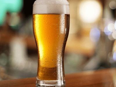 过量喝啤酒会引发严重啤酒病