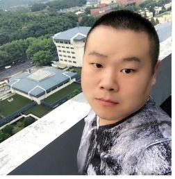 岳云鹏晒自拍引围观网友郭老师的PS照更逗比