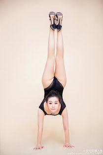 美女秀逆天柔术 长腿翘臀令人惊艳