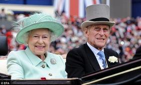 英国女王伊丽莎白二世与丈夫菲利普亲王。