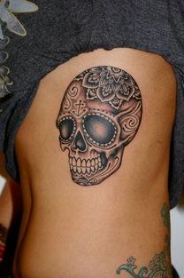 ...荐一款内侧黑灰骷髅头纹身图案