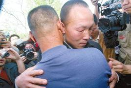 湖北京山佘祥林杀妻冤案准时在湖北京山县人民法院开庭.