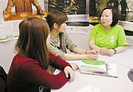 香港80后姐妹七赴玉树救灾 称生命脆弱幸福非必然