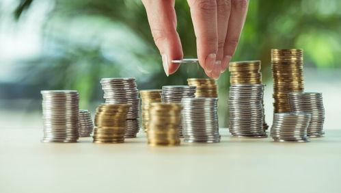 9月14日,她应约前往劳动仲裁部门领取补偿金时,公司方面却用三轮车拖来两桶硬币.