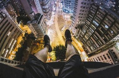 腿软了 摄影师高空俯拍香港街景