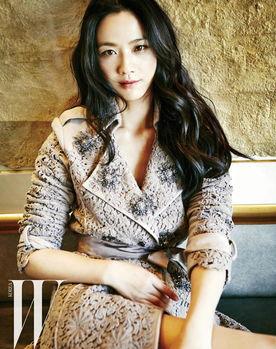 汤唯婚后登韩国杂志封面 眼神坚定显优雅气质