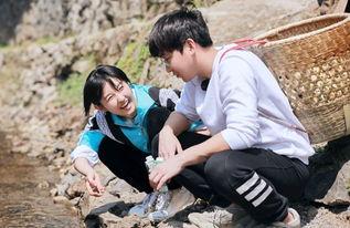拍完电影之后,彭昱畅和张子枫还在《向往的生活》中重逢,目前2人与何炅、黄磊一起合作这档节目。