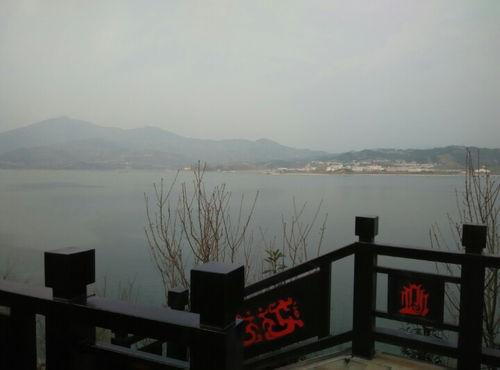 长江边的景色优美四字词语