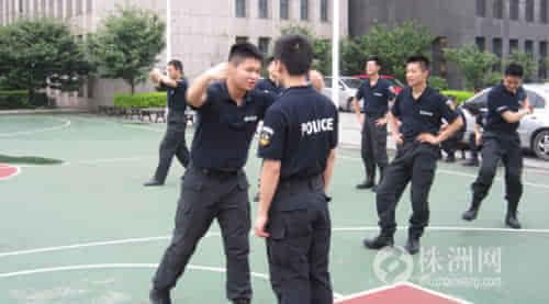 株洲市公安局特警支队一大队积极组织开展擒敌拳训练