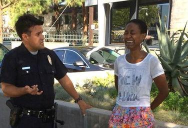 好莱坞女星街头吻丈夫 被当妓女押上警车