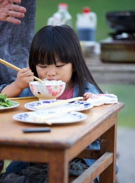 《爸爸去哪儿》王诗龄吃饭
