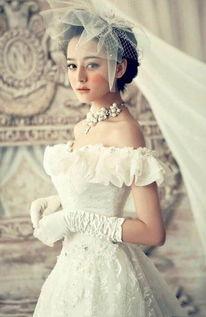 迪丽热巴早期婚纱照曝光,网友比baby好太多