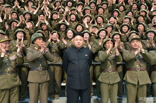 金正恩视察女子火箭炮部队 女炮兵簇拥落泪