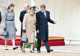 新华社/路透3月26日,英国女王伊丽莎白二世(右)与应邀来访的法国总统萨科齐抵达温莎城
