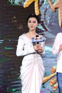 范冰冰穿白色低胸裙亮相 优雅宛如希腊女神