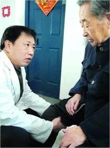 2010年2月,沈汝波为空巢老人做理疗.