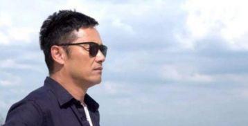 越老越帅的香港演员,将近60岁在黄宗泽面前丝毫不逊色