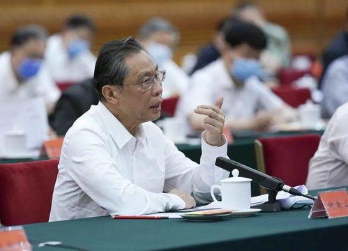 钟南山在座谈会上发言.