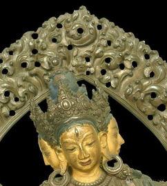 三面八臂顶髻尊圣佛母坐像