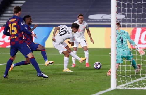 欧冠上下半场各进四球拜仁82血洗巴萨挺进四强