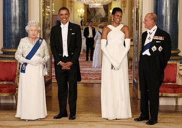 在奥巴马访问英国期间,他仍然见到了女王伊丽莎白二世和菲利普亲王。