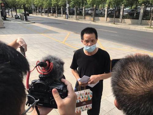 9月2日,张玉环来到江西省高级人民法院,递交了国家赔偿申请书.