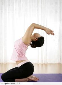 瑜伽美女 跪坐向上祈拜式