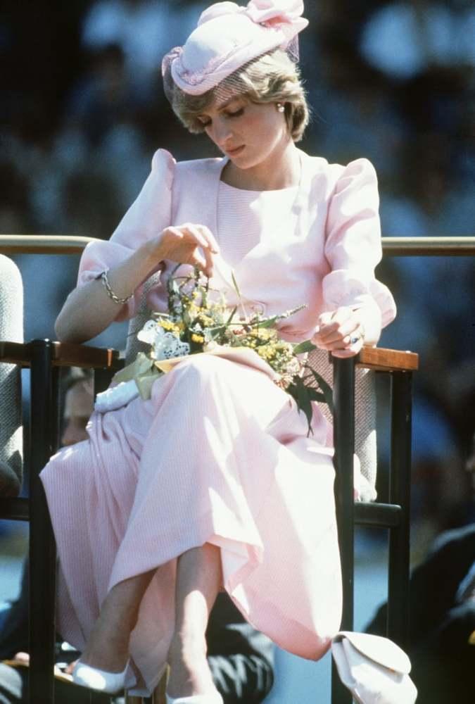 王室潮流风向标戴安娜露肩晚礼服脱销