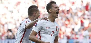 米利克进球制胜,波兰10胜北爱尔兰