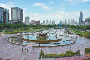 济南泉城广场全面禁车 市民散步再也不用担心了