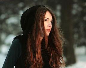 QQ美女图片 欧美长发女生散发出神秘的女人味