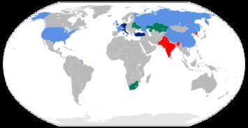 红色:《不扩散核武器条约》之外其他拥有核武器之国家(印度、巴基斯坦、朝鲜)。
