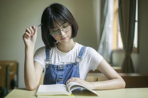 因为学生会的面试结果是由学长学姐决定的,而学长学姐都是正常人,敢问谁不喜欢颜值高的学弟学妹呢