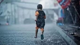 没有伞的孩子必须努力奔跑好词好句