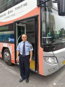 暖闻女子被压轿车底,北京公交司机带领车上乘客抬车救人
