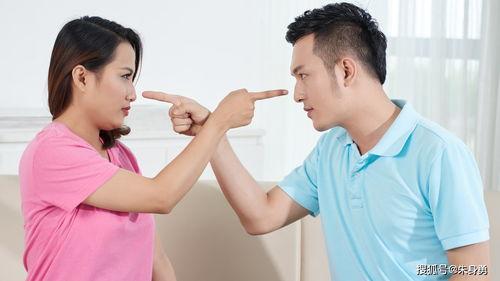1,不平等的婚姻会让彼此难受就像王女士和自己丈夫的婚姻一样,他们之间的差距是有一些大的,所以导致两个人在生活中根本没有什么话题可聊,导致两个人的生活越来越不幸福,最终两个人选择了离婚。
