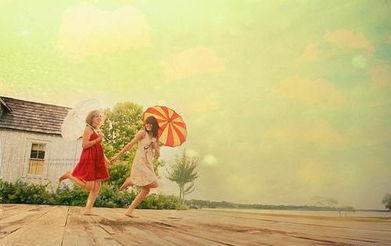 19、真正的朋友会接受你的过去,力挺你的现在,鼓舞你的将来20、闺蜜,对我们来说,甚至是比情人更重要的。