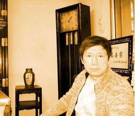 1978年,李春平在北京饭店偶遇一美国老太,对方对他一见钟情,恳请李春平跟她回国结婚,因为李春平很像她的初恋,但是由于年龄差距,李春平婉拒了,随后三年劳改结束,李春平奔赴英国打工,然而仅仅呆了8个月便因车祸回国.