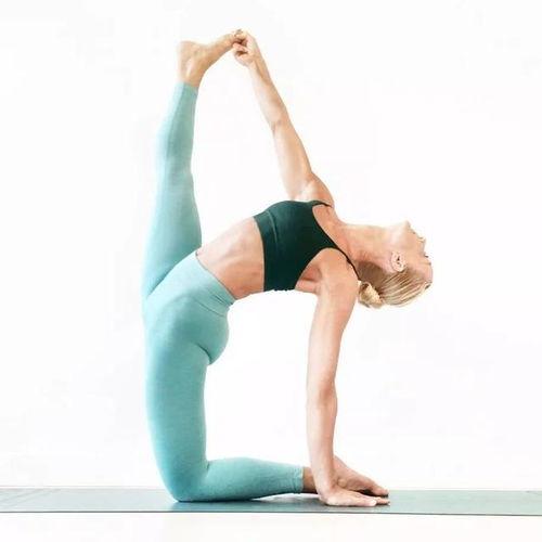 喜欢瑜伽的朋友一起练习呀