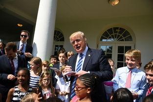 当日,白宫举行一年一度的带孩子上班日活动,部分白宫员工和常驻白宫的媒体记者带着自己的孩子一起来上班.