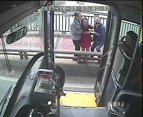 女子要跳江公交司机紧急停车救人