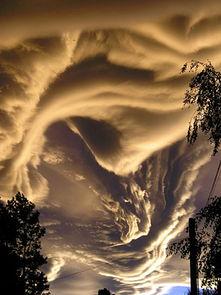 如梦幻般的奇异云层