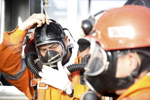 山东笏山金矿救援1月12日,救援人员在山东烟台栖霞市笏山金矿事故现场作业。