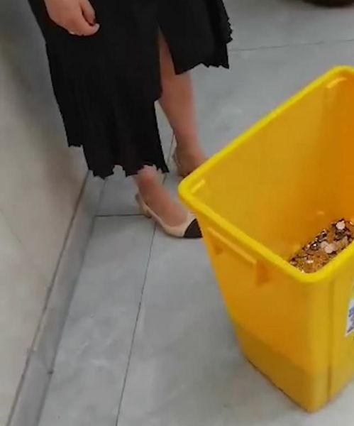 全是一角离职获赔6000元硬币女子发声用两个垃圾桶装着