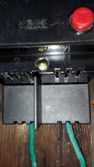 漏电开关上面的1和N和下面的2和N哪根是火线进线哪根是火线出线